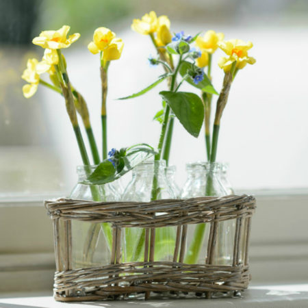 COUNTRY GARDEN WICKER BASKET WITH 6 BOTTLE VASES