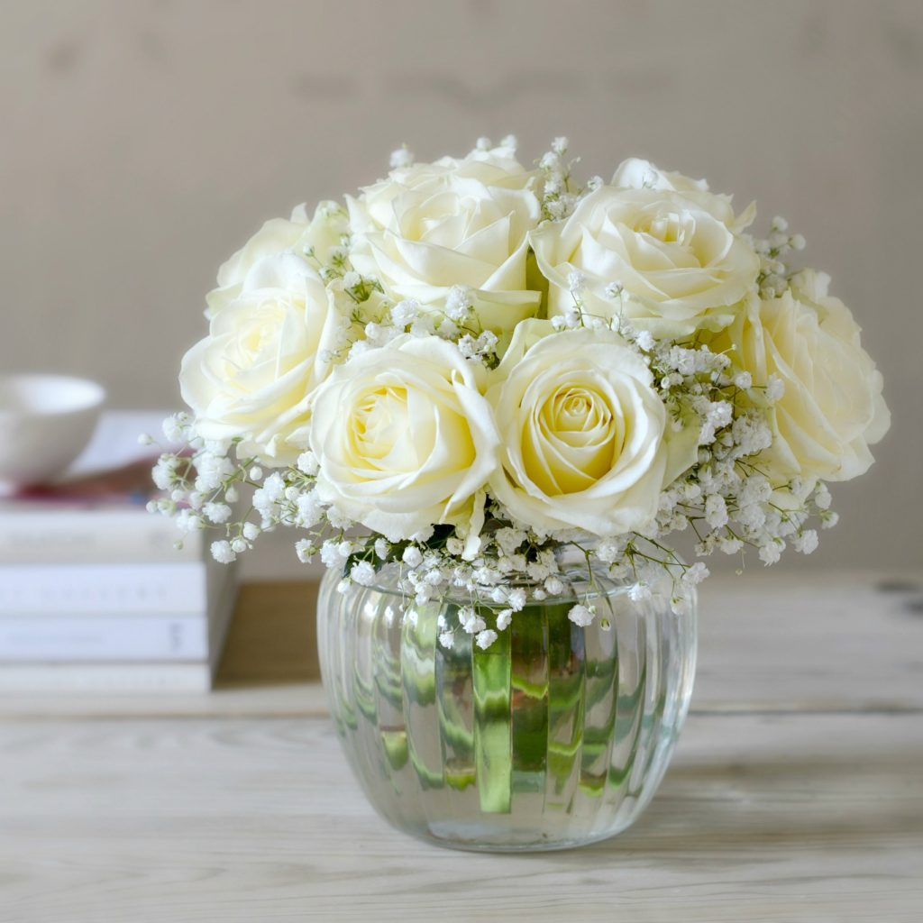 CUPID WHITE ROSE POSY