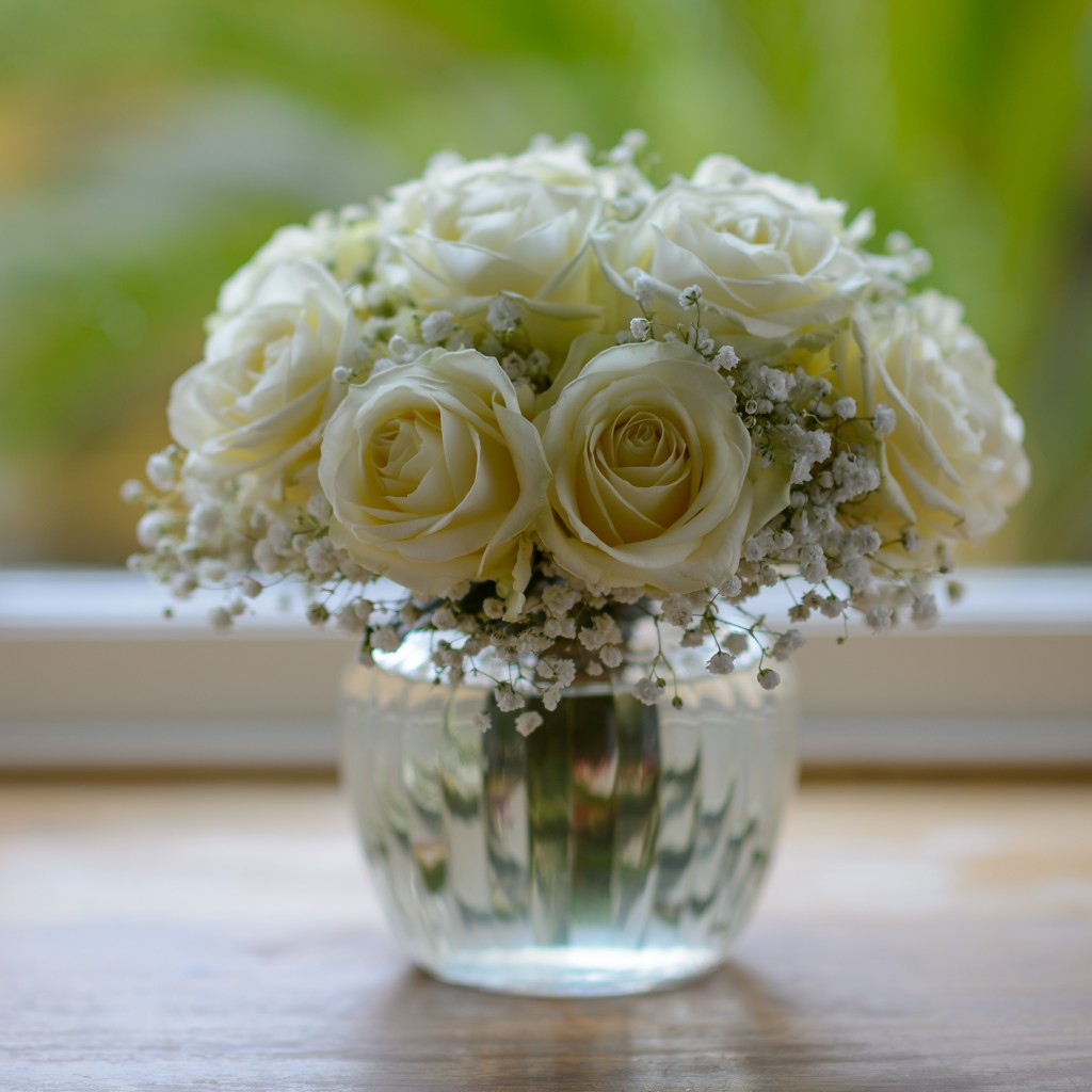 _Cupid's White Rose Sweetie Vase