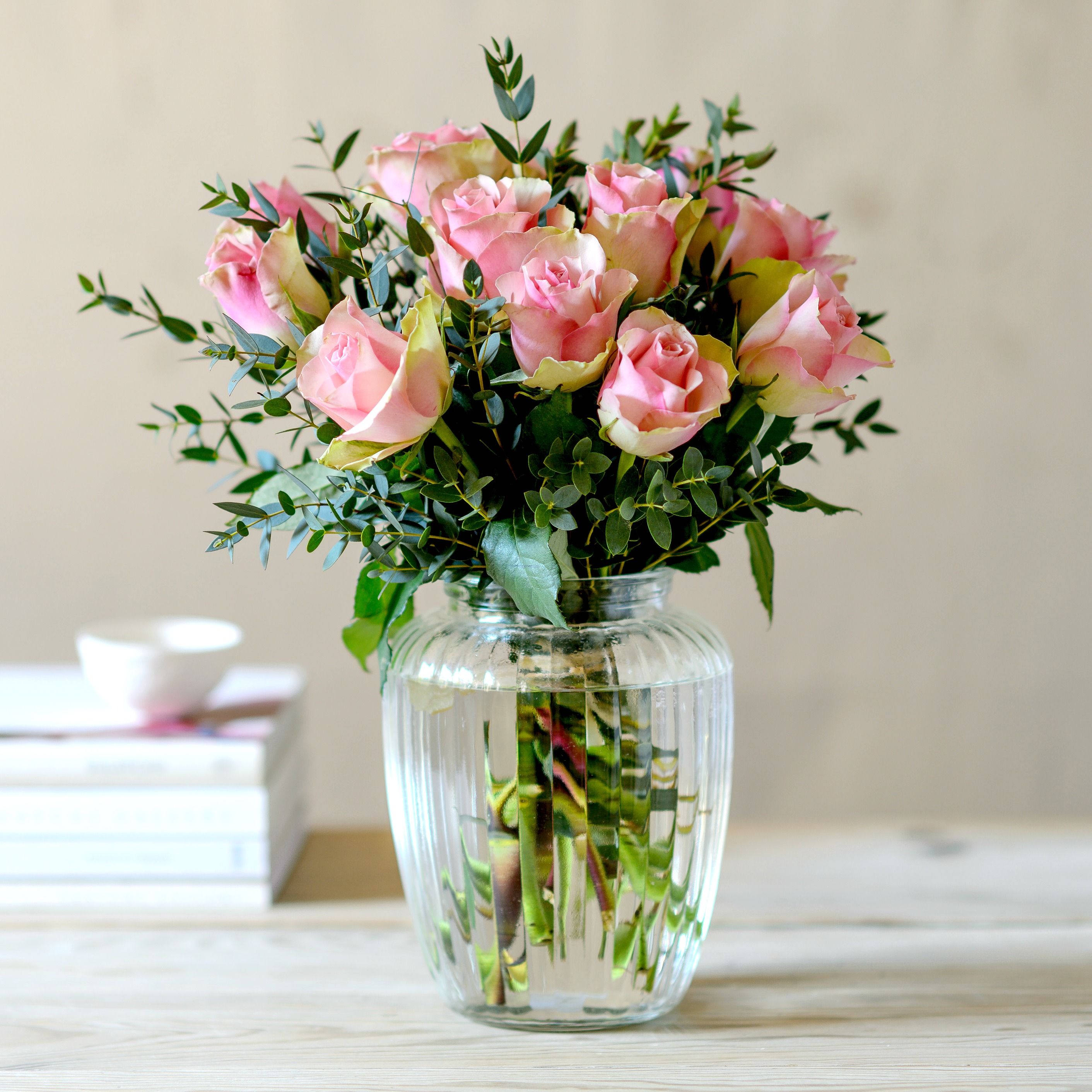Flower Box La Belle Pink Roses With Free Chocs