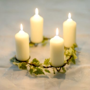 IVY GARLAND CANDLE HOLDER