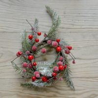 ARTIFICIAL CHRISTMAS FIR & RED BERRY CANDLE RING