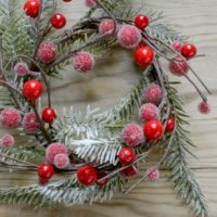 ARTIFICIAL CHRISTMAS FIR & RED BERRY SNOWY CANDLE RING