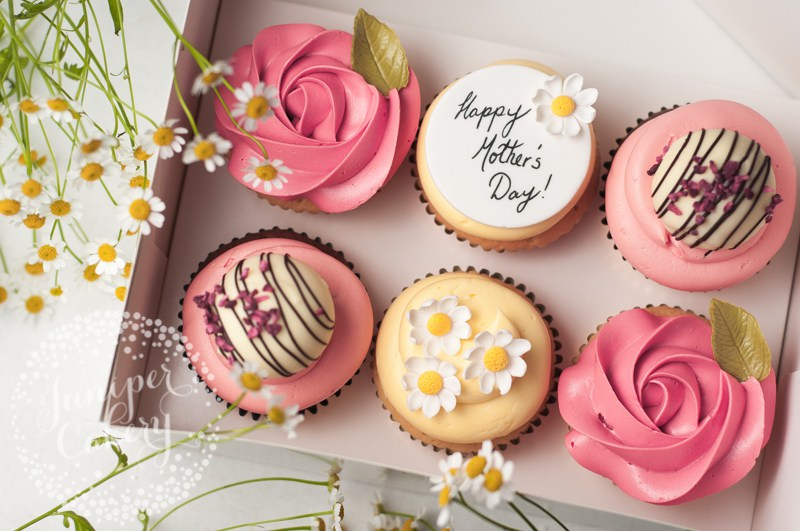 mothers-day-macarons-cupcakes-juniper-cakery-10