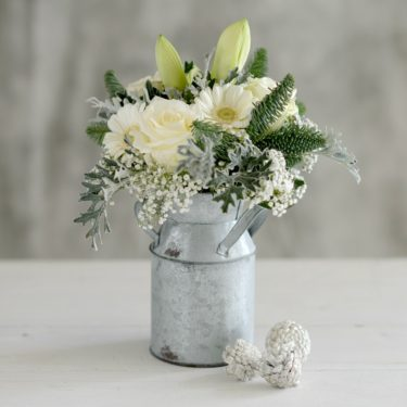 FROSTED WHITE FLOWER CHURN