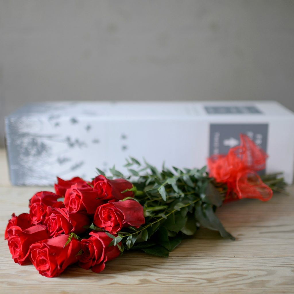 12-RED-ROSES-BOXED-1-2