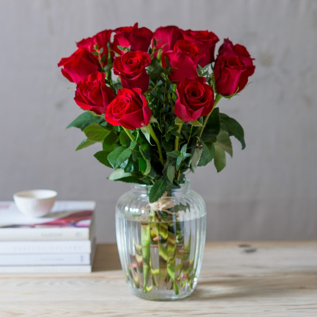 12-SHORT-RED-ROSES-BOXED