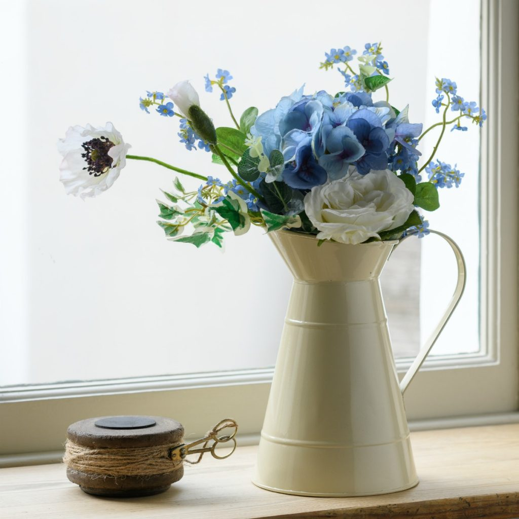 PRETTY-IN-BLUE-HYDRANGEA-FOR-GET-ME-NOT-BOUQUET