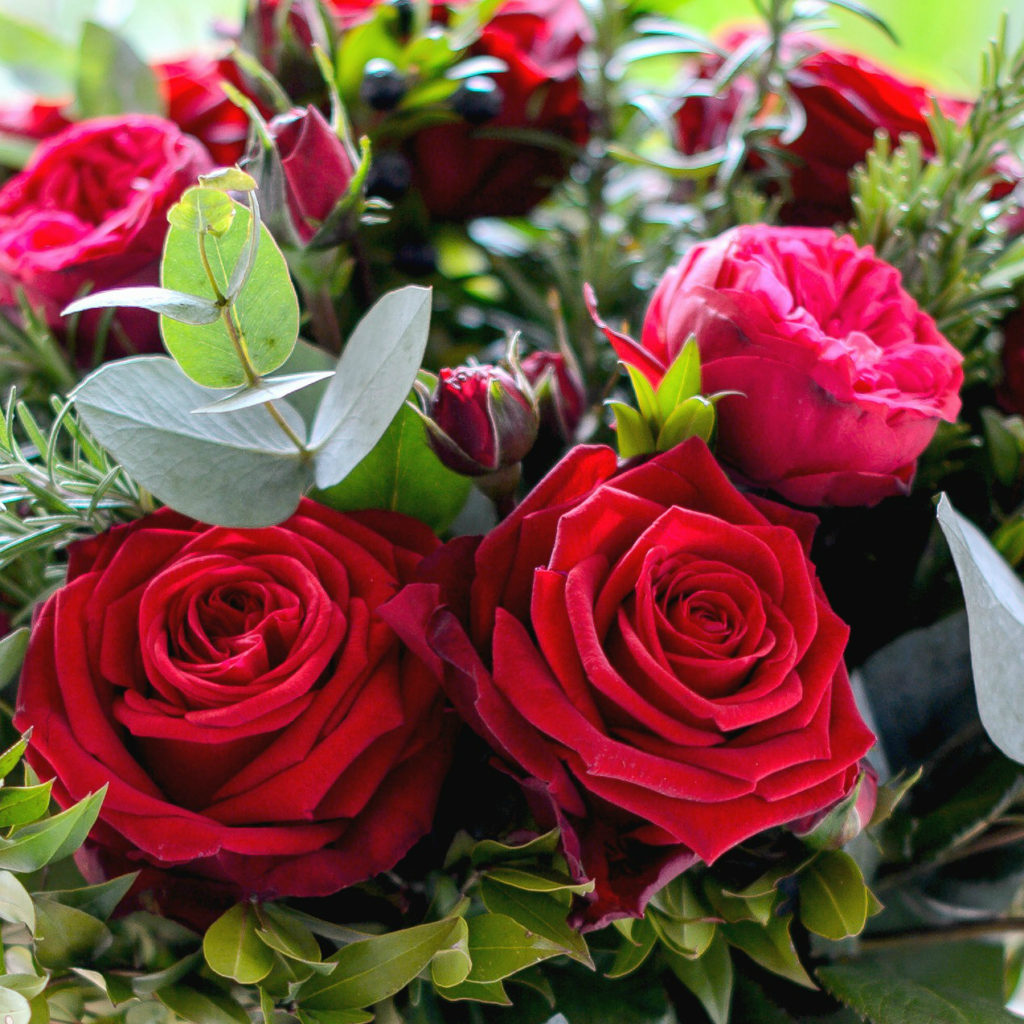 valentine-garden-red-rose-herb-luxury-bouquet