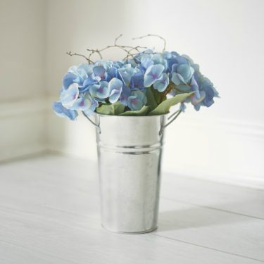 ARTIFICIAL HYDRANGEA BUCKET