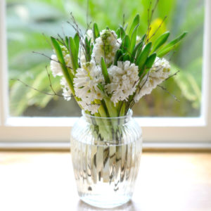 WOODLAND-WHITE-HYACINTH-POSY