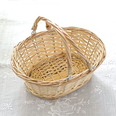 TRADITIONAL WICKER FLOWER GIRL BASKET